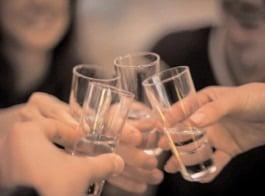 Consumul de băuturi alcoolice nu protejează în niciun caz de COVID-19