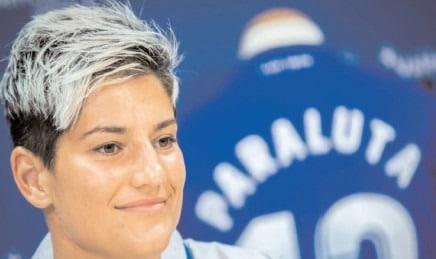 ANDREEA PĂRĂLUŢĂ, TITLUARĂ ÎN EŞECUL ROMÂNIEI CU SLOVACIA Dâmboviţeanca a apărat poarta primei reprezentative de fotbal feminin până în minutul 60
