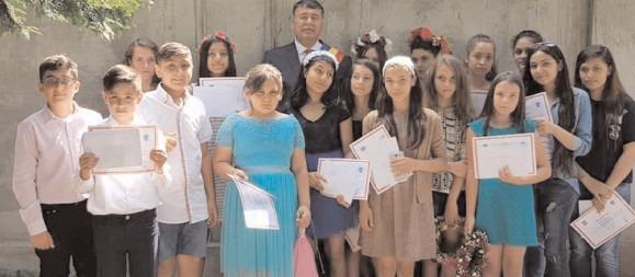 Exemplu de urmat: Elevii cei mai buni au fost premiaţi de Primăria Niculeşti