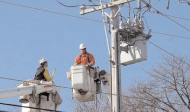 SUCURSALA DE DISTRIBUŢIE A ENERGIEI ELECTRICE TÂRGOVIŞTE execută lucrări pentru prevenirea unor avarii în instalaţiile de medie şi joasă tensiune