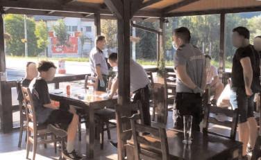Poliţiştii au verificat 83 de restaurante, terase sau fastfood-uri şi au legitimat peste 2.100 de persoane