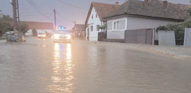 COD GALBEN de ploi torenţiale, furtuni şi inundaţii în Dâmboviţa