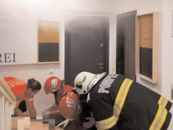 Incendiu la un apartament, o persoană supraponderală, găsită în stare de inconştienţă