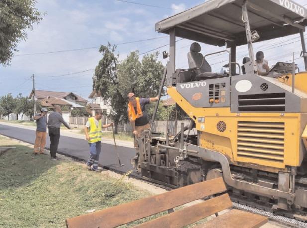 Mai multe sectoare de drumuri județene din Dâmbovița sunt în plin proces de reabilitare