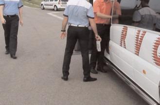 Polițiștii au luat la verificat legalitatea transportului public de mărfuri și persoane