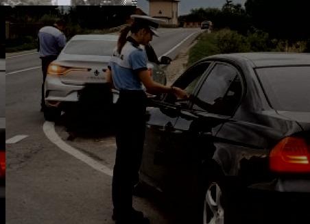 Sub aburii alcoolului, au pornit cu mașinile la drum