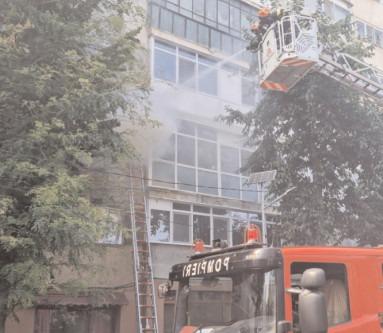 Incendiu la un apartament, pompierii au intervenit rapid