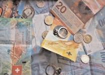 Francul elvețian se apropie de maximul istoric