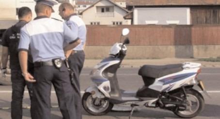 Bărbat prins de polițiști, fără permis de conducere și cu un moped neînregistrat în circulație