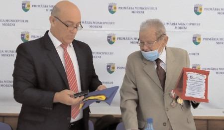 Moreni: Col. Eugen Lemnaru, veteran de război, omagiat de municipalitate la împlinirea vârstei de 100 de ani