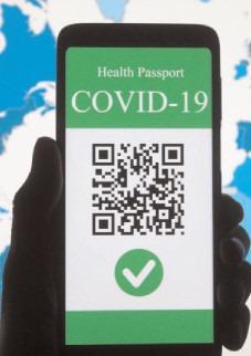 Se introduce certificatul verde COVID-19 dacă rata de infectare trece de 3 la mie, dar nu depășește pragul de 6
