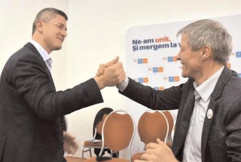 Alegeri USR-PLUS: Cioloș a câștigat primul tur, cu peste 700 de voturi în fața lui Dan Barna