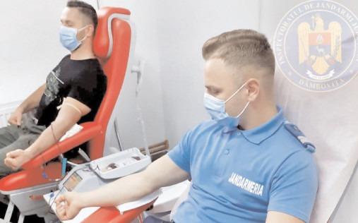 """Jandarmii dâmbovițeni s-au alăturat campaniei """"Donează sânge! Salvează o viață!"""""""